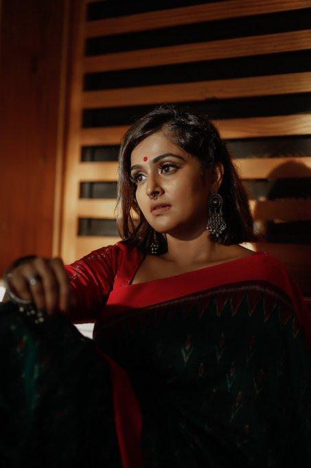 Ramya Nambessan Saree Picture