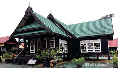 Rumah Adat Kalimantan Utara : Rumah Baloy