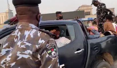 News: Nigeria Police Beats and arrest protesters 2021 #Lekki