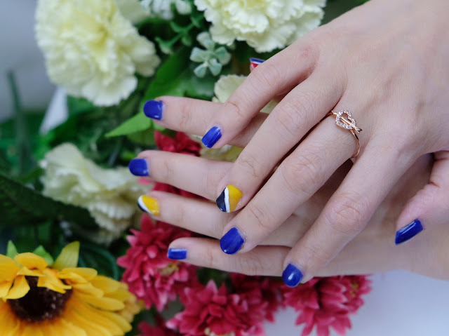 A photo of PHilippine Flag colors nail art inspiration.