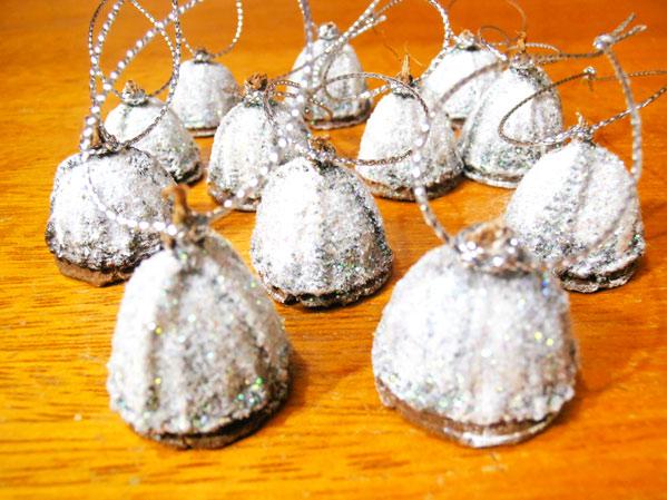 adornos para el arbol de navidad con semillas de eucalipto