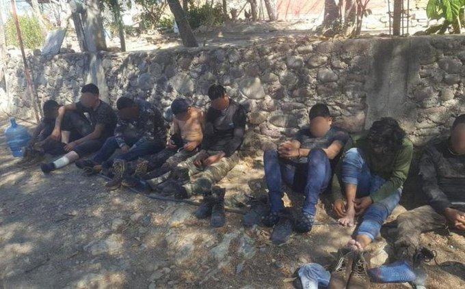 """Fotos; Detienen a 18 sicarios del CJNG; Les aseguran un camión """"Monstruo"""""""