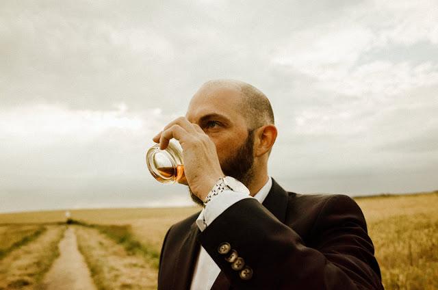 Wo genießt das Atomlabor Blog Team am liebsten den Woodford Reserve Premium Bourbon?