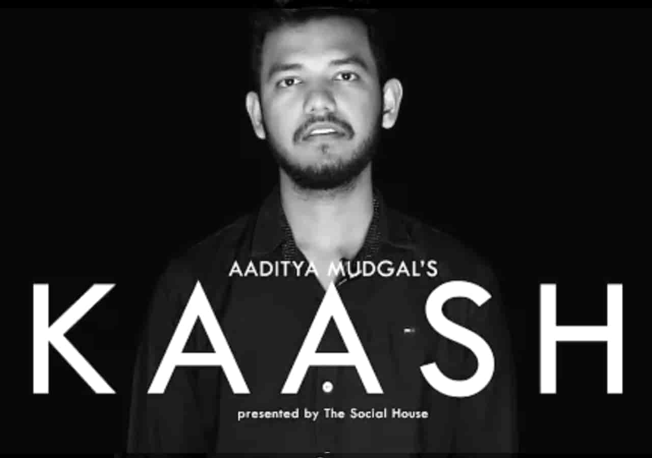 About This Poetry :- This beautiful love poetry  'Kaash' for The Social House is performed by Aaditya Mudgal and also written by him which is very beautiful a piece.