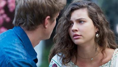 Rita (Alanis Guillen) reclama da satisfação que tem que dar a Filipe (Pedro Novaes) — Foto: Globo