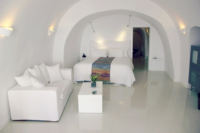 Chromata hotel white suite