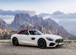 2016 Mercedes-AMG GT Roadster Front Right Picture