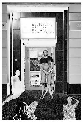 """Fotografia Odklejona w Jurajskim Fotoklubie - Klub Fotograficzny """"Źródło"""" w Regionalnym Ośrodku Kultury w Częstochowie. fot. Łukasz Cyrus, 2019."""
