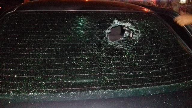 Carro atingido por pedrada durante os festejos em Elesbão Veloso