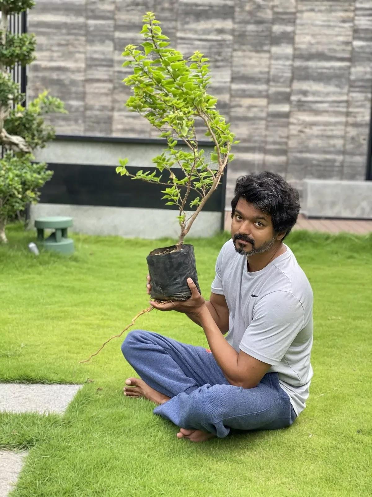 vijay-accepts-mahesh-babu-green-india-challenge-photos