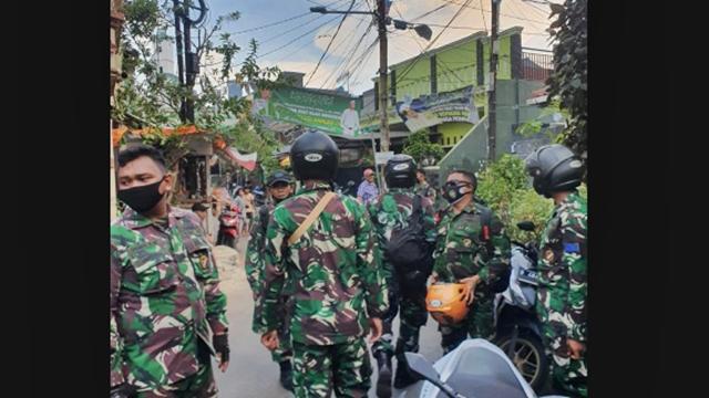Puluhan TNI Berseragam Lengkap Datangi Markas FPI di Petamburan, Mau Apa?