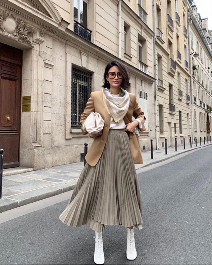 Style File | Spring Trend: The Bottega Veneta Gathered Clutch