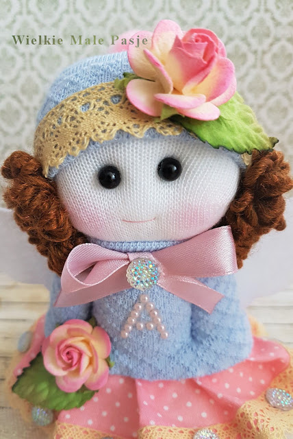 lalka ze skarpetki, skarpetkowa lalka, lalka robiona ze skarpetki, lalka ręcznie szyta, lalka anioł, aniołek, na prezent, aniołek ręcznie szyty, aniołek ręcznie robiony, lalka ręcznie szyta, doll with socks, sock doll, doll made of socks, handmade doll, angel doll, angel, for a gift, hand-sewn angel, hand-made angel, hand-made doll,  Puppe mit Socken, Sockenpuppe, Puppe aus Socken, handgefertigte Puppe, Engelspuppe, Engel, Geschenk, handgenähter Engel, handgefertigter Engel, handgefertigte Puppe,  кукла с носками, кукла в носке, кукла из носков, кукла ручной работы, кукла ангела, ангел, для подарка, ангел ручной работы, ангел ручной работы, кукла ручной работы,
