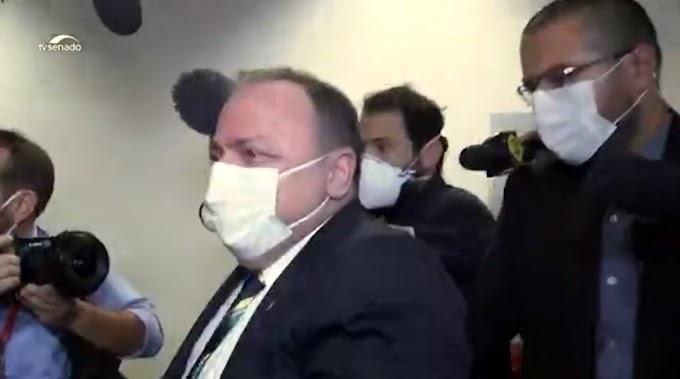 Pazuello passa mal após depoimento e é atendido pelo médico e senador Otto Alencar