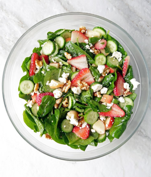 STRAWBERRY CUCUMBER SPINACH SALAD WITH APPLE CIDER VINAIGRETTE #salad #diet #keto #apple #healthyrecipe