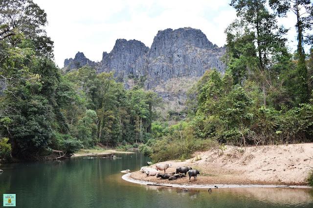 Al otro lado de la cueva de Kong Lor, Laos