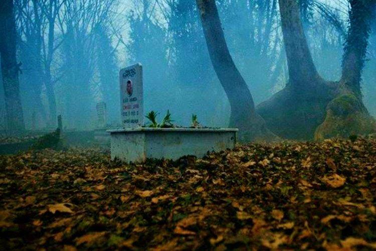 Issız Cuma'nın en eski tarihi mezar taşına göre yaklaşık 680 yıllık olduğu sanılmaktadır.