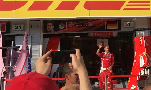 Tor Hungaroring, Sebastian Vettel padok Ferrari, Mogyoród, Węgry