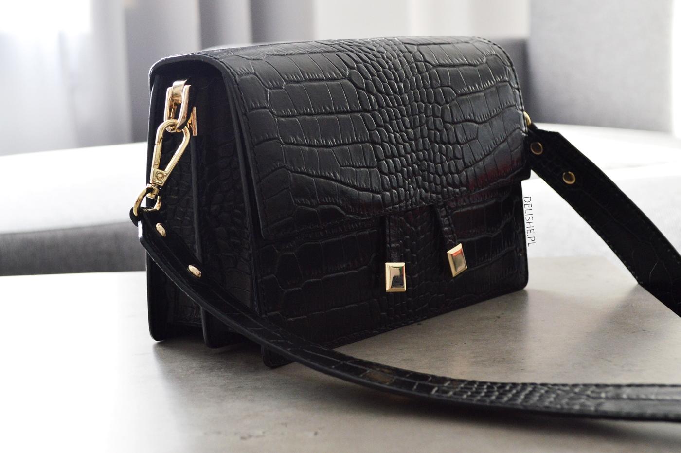 czarna skózana torebka korkodyl