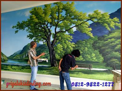 Pembuatan lukis dinding pemandangan gunung