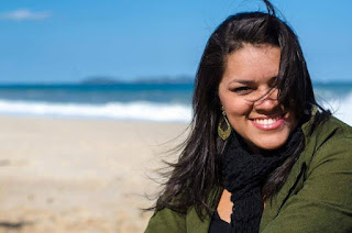 Débora Queiroz se apresenta no Devassa Icaraí