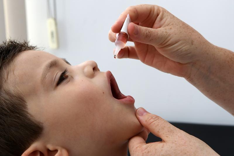 OMS agora admite que as vacinas estão causando surtos da poliomielite