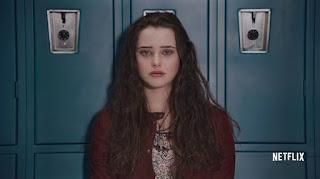 Foto de la serie de Netflix, Por 13 Razones, en la que aparece una Hannah deprimida