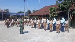 Komandan SSK TMMD ke 106 Kodim Loteng Berikan Penyuluhan Medsos