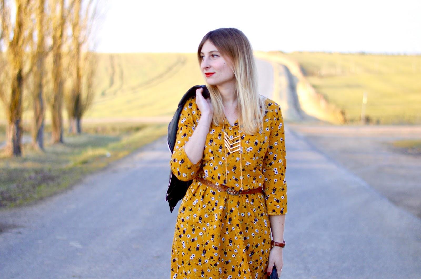 instant couleur une robe jaune moutarde pour l 39 arriv e. Black Bedroom Furniture Sets. Home Design Ideas