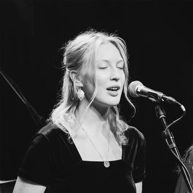 Le pianiste Laur Pihel et la chanteuse traditionnelle Greta Liisa Grünberg affichent une indie folk très savoureuse