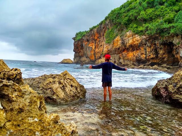 Wisata liburan ke pantai kayu arum gunungkidul Yogyakarta