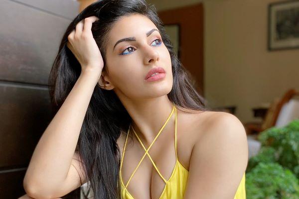 Amyra Dastur HD Wallpapers