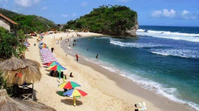 Pesona Pasir Putih Pantai Indrayanti