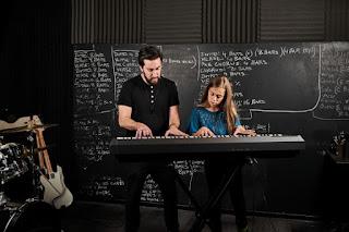 Belajar alat musik