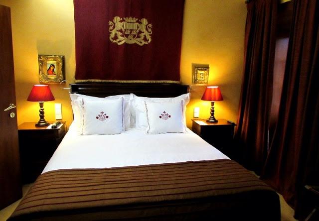 cama de quarto de hotel