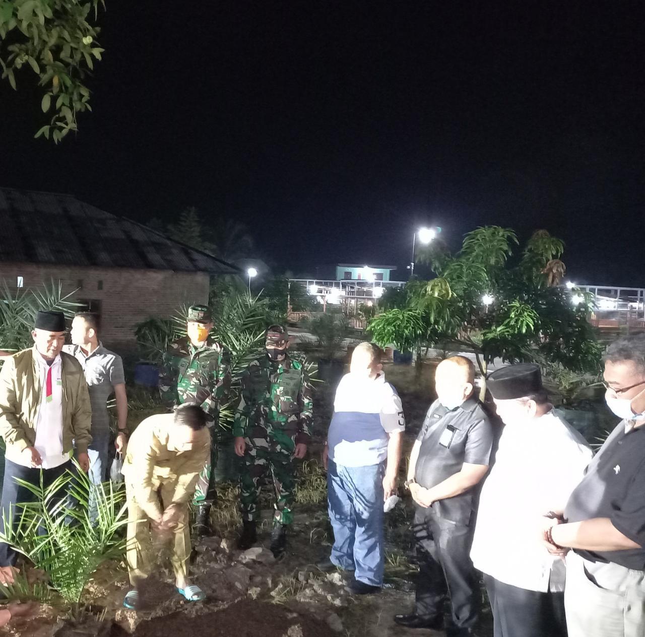 Sekdako Pekanbaru Tanam Bibit Kurma di Agrowisata RA Kopi Aren