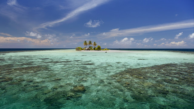 Little atoll in Indian Ocean, Maldives