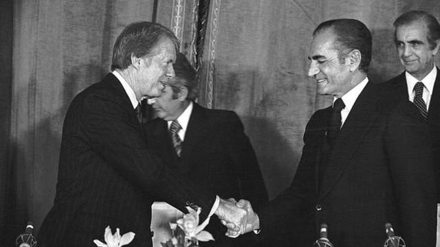 Presidente americano Jimmy Carter celebrou a chegada do ano de 1978 numa visita de Estado ao Irã. Lá ele participou de um luxuoso banquete em companhia do xá da Pérsia