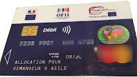 L'Office français de l'immigration et de l'intégration (Ofii) a annoncé, vendredi 2 août, que la carte de retrait remise aux demandeurs d'asile pour utiliser leur allocation, l'ADA, deviendra à la rentrée une carte de paiement uniquement. Elle ne permettra plus de retirer de l'argent liquide. InfoMigrants fait le point.
