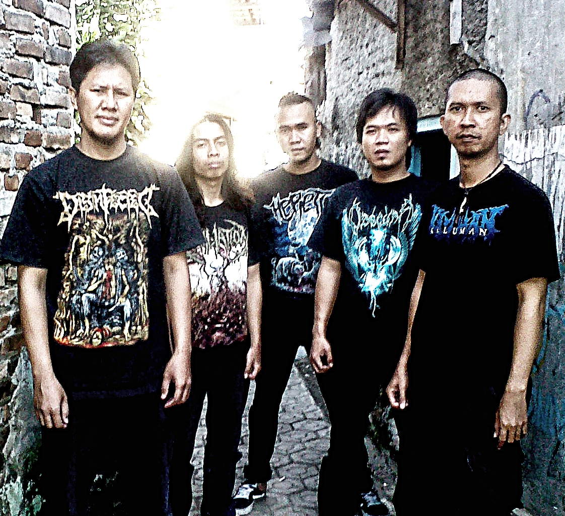 Busuk Webzine Old Site Interview Exclusive With Disinfected At Tendencies Tshirt Flash Rainbow Putih S Last Line Up Until Today Is Adyth Guitar Ameng Vocal Sigit Bass Dias Iho Drum