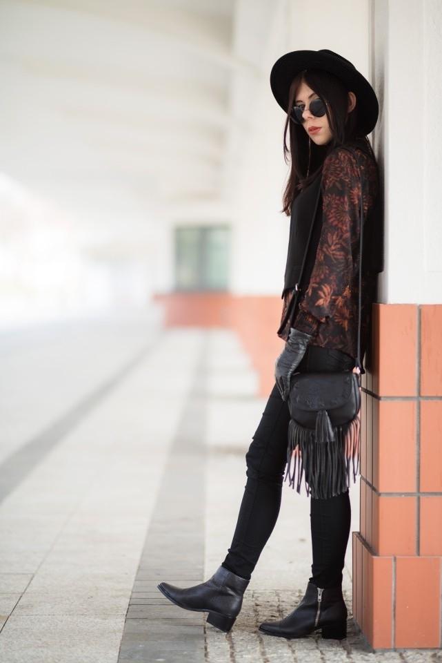 styl boho stylizacja boho torebka z frędzlami C&A kapelusz fedora stylizacja okulary lenonki blog o modzie blogerka modowa boho w miejskim stylu 2016