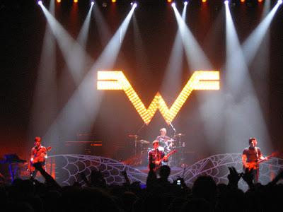 """Weezer Share """"Hero"""" Piano Version (Video)"""