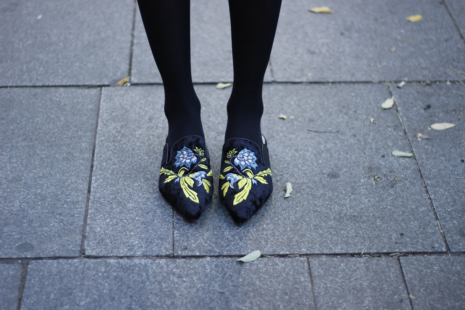 floral-embroidery-mules-corduroy-bag-ruffle-top-street-style-look