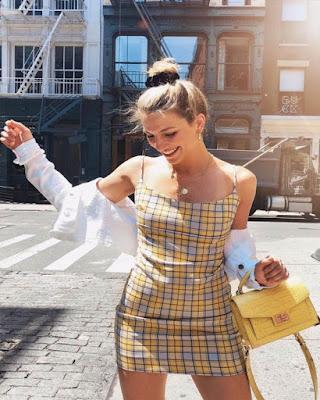 vestido corto con cuadros de verano