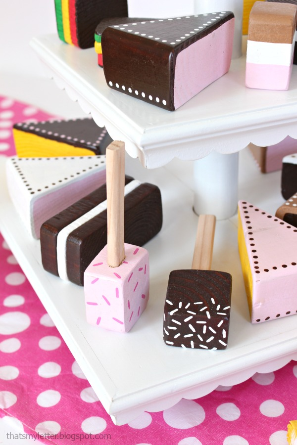 diy wood cake and lollipops