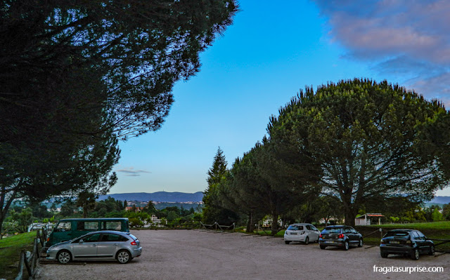 Estacionamento para hóspedes no Hotel Solar Cerca do Mosteiro, em Alcobaça, Portugal