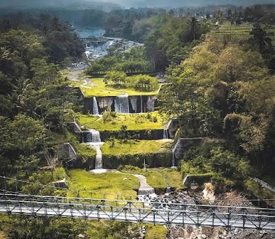 Jembatan gantung dengan panorama yang mengagumkan di Jembatan Gantung Mangunsuko