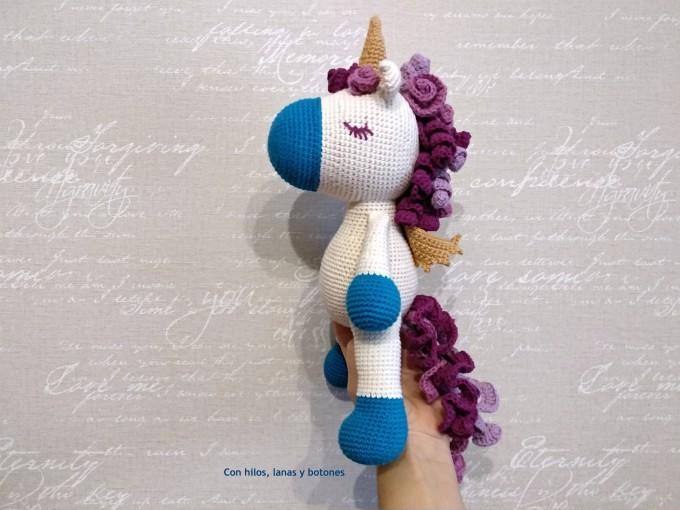 Con hilos, lanas y botones: Teo unicornio amigurumi (Cucapuntoes)
