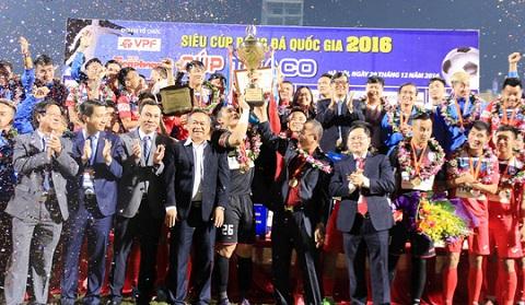 Trao cúp cho đội Than Quảng Ninh
