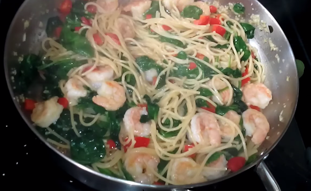 SPAGHETTI AND SHRIMPS WITH SPINACH
